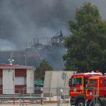 فرنسا تحذر من خطر تلوث نهر السين بعد حريق في مصنع كيميائي