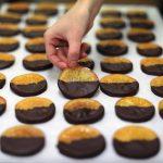 باحثون: تناول الشوكولاتة الداكنة لن يؤدي إلى تحسن البصر