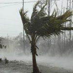 إعصار عنيف يضرب جنوب اليابان ويتسبب بانقطاع التيار الكهربائي