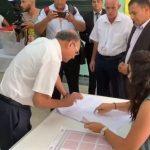 لحظة تصويت منصف المرزوقي في انتخابات الرئاسة التونسية