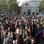 نشطاء تغير المناخ يعطلون القطارات في شرق لندن