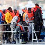 مهاجرون يحرقون سيارات ويصيبون شرطيا في مركز احتجاز بمالطا