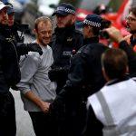 الشرطة البريطانية تلقي القبض على 10نشطاء