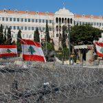 مراسلتنا: وضع سياج فاصل بين المتظاهرين وقوات الأمن في ساحة رياض الصلح ببيروت