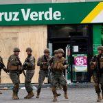 رئيس تشيلي يمد حالة الطوارئ لمدن أخرى ويقول