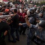 هذا ما قاله المتظاهرون في لبنان عن الاشتباكات مع أنصار حزب الله