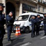 الشرطة تغلق شارعا في باريس بعد اصطدام سيارة بمقهى