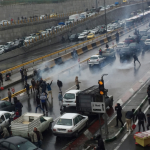 إيران.. الجيش والحرس الثوري ساعدا في إخماد الاحتجاجات