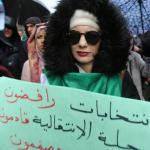 المحتجون في الجزائر يصعدون ضغوطهم بمظاهرات جديدة