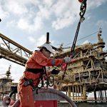 النفط يقفز مدفوعا بآمال زيادة تخفيضات أوبك ونمو الصناعة بالصين