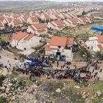 الاستيطان والجدار العنصري يلتهمان أراضي الفلسطينيين