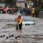 السياسيون البريطانيون يتبادلون الاتهامات بشأن الفيضانات
