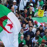 المحتجون في الجزائر يطالبون بإلغاء الانتخابات المقررة الخميس