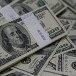الدولار يتمسك بمكاسبه مع تقييم المستثمرين لأضرار فيروس الصين