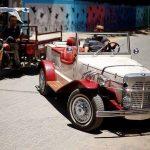 ميكانيكي في غزة يعيد السيارات الكلاسيكية المهجورة لبريقها