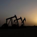 النفط يتراجع 1% مع طلب روسيا وقتا لتقييم تخفيضات إضافية لأوبك+