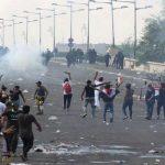 قوات الأمن العراقية تطلق الغاز على المتظاهرين قرب جسر السنك