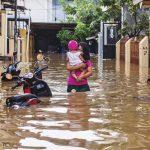 مقتل 9 ونزوح الآلاف بسبب السيول في العاصمة الإندونيسية