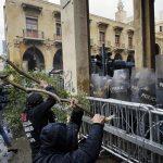 اللبنانيون ينتفضون في أول يوم عمل للحكومة الجديدة