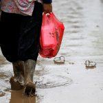 إندونيسيا تحارب الأمطار بالملح