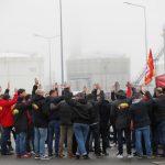 فرنسا.. نقابة عمالية: الإضراب في المصافي سيستمر حتى 16 يناير