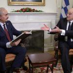 اليونان تحث حفتر على اتخاذ موقف بناء في مؤتمر برلين