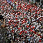 المئات يحتشدون بوسط هونج كونج للمطالبة بالديمقراطية
