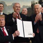 عودة «صفقة القرن».. ترامب ينقذ نفسه من خطر العزل