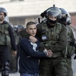 الاحتلال يعتقل 17 فلسطينيا في الضفة الغربية والقدس