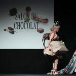 الموضة تعانق الشوكولاتة في عرض للأزياء في بلجيكا