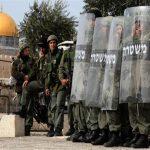 الاحتلال يضيق الخناق على المصلين بالأقصى.. ويواصل قمع المتظاهرين بقلقيلية