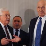 باحثون ومحللون يعلقون على لقاء «عباس وأولمرت» بشأن صفقة القرن