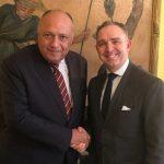 وزير الخارجية المصري يشيد بقرار بريطانيا استئناف حركة الطيران إلى شرم الشيخ