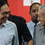 مواجهة جديدة في ماليزيا بين مهاتير وأنور وسط الاضطراب السياسي