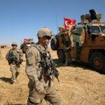 تركيا تعلن مقتل اثنين من جنودها في ضربة جوية في إدلب بسوريا