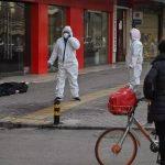ونتشو الصينية تفرض قيودا على تنقلات سكانها لاحتواء فيروس كورونا