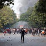 الشرطة الهندية تطلق الغاز المسيل للدموع على عاطلين خالفوا قيود كورونا