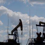 أسعار النفط تتراجع مع انكماش الطلب