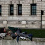 مشردو لندن عالقون في الشوارع مع إغلاق المدينة بسبب كورونا