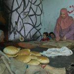 فلسطيني يعمل في أقدم مخابز قطاع غزة