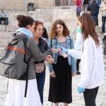بعد تقاعس الاحتلال.. المقدسيون يواجهون كورونا بهذه المبادرات
