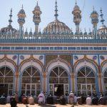 إقليم السند في باكستان يحظر الصلاة في المساجد خلال رمضان