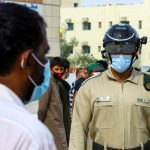 الخوذة الذكية.. أحدث تقنية لدى شرطة دبي لمكافحة كورونا