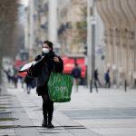 رئيسة بلدية باريس تطلب الالتزام بارتداء الكمامة في شوارع المدينة