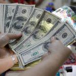 الدولار في هبوط مع تدعم الأصول عالية المخاطر بآمال اللقاح