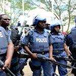 جنوب أفريقيا تضبط أفرادا من الشرطة متورطين في بيع الخمور في ظل قيود كورونا