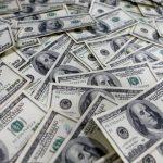 ماذا تفعل لو وجدت أمامك مليون دولار؟ الإجابة لدى هذه العائلة