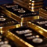 الذهب يتراجع مع صعود الدولار وسط شكوك حيال خطة إعادة فتح الاقتصاد الأمريكي