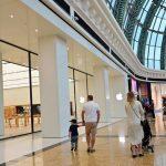 الإمارات تدرس إمكانية إعادة فتح المراكز التجارية