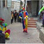 لتخفيف الضغط النفسي.. مهرجون في شوارع غزة لمواجهة كورونا